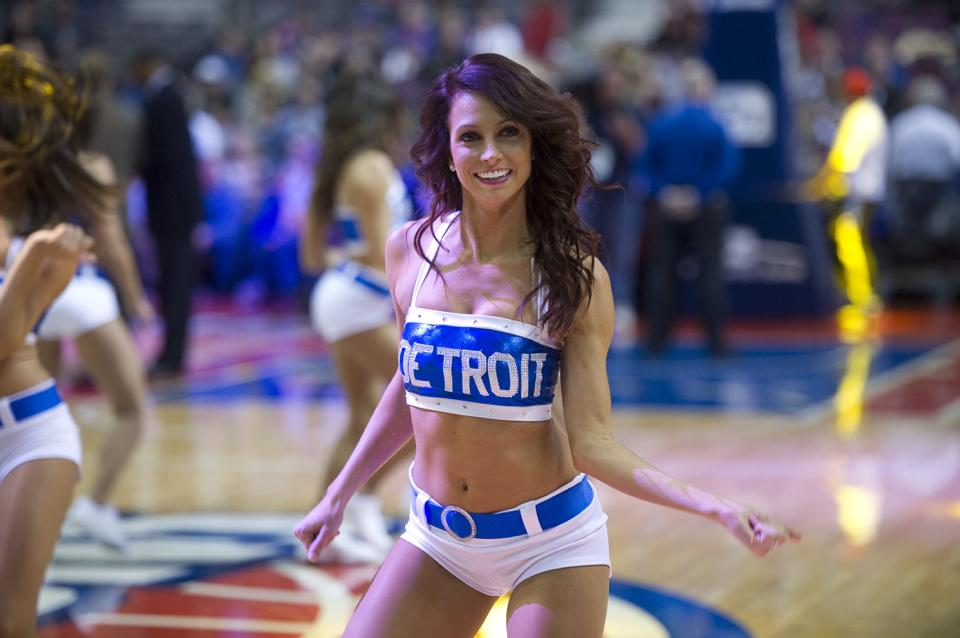 Preseason pistons dancers