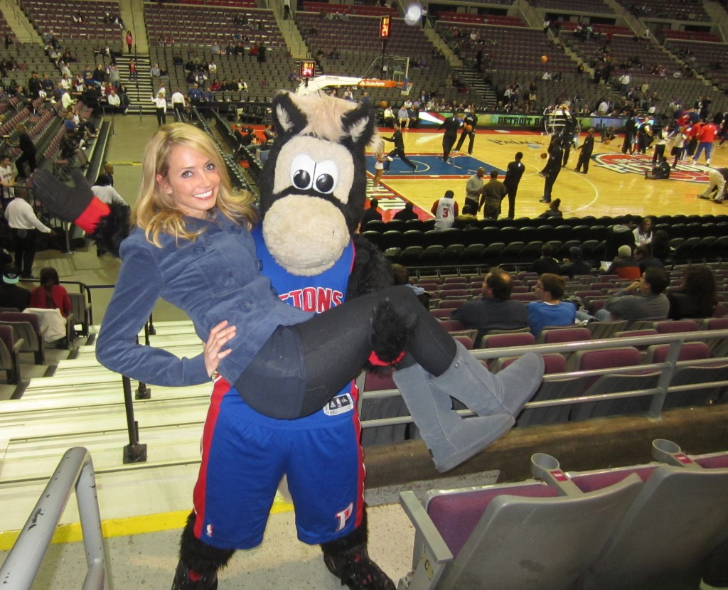 Detroit Pistons game with HOOPER the horse