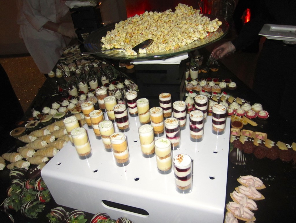 mini dessert table