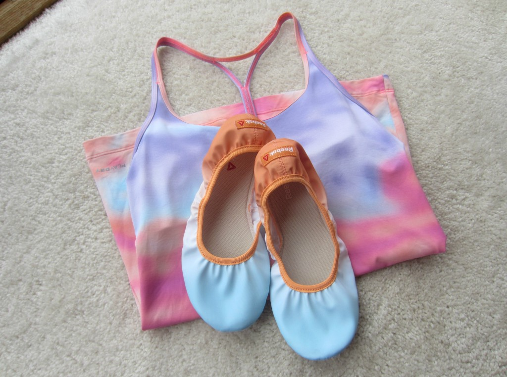 reebok cloud print yoga tank and slippers