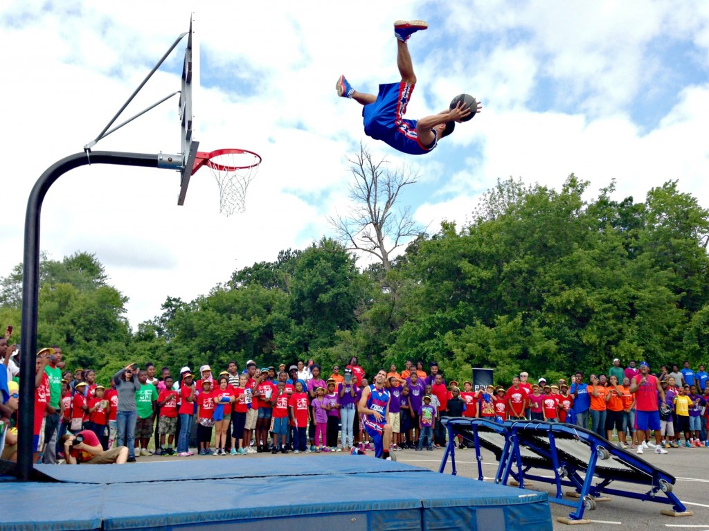 Flight Crew dunk show