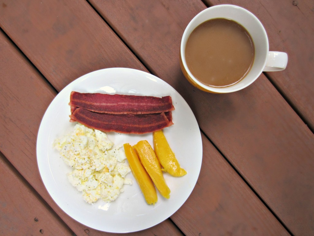 egg whites and turkey bacon with mango brakfast