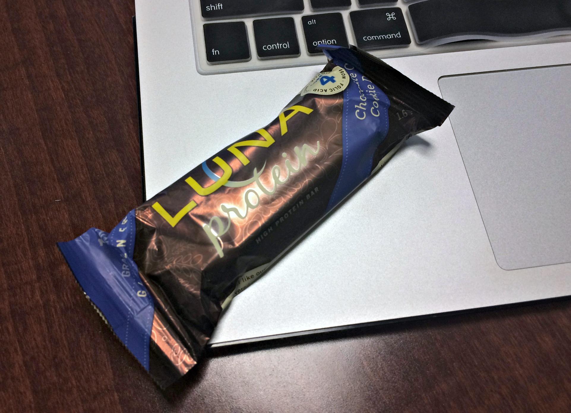 LUNA protein bar chocolat cookie dough